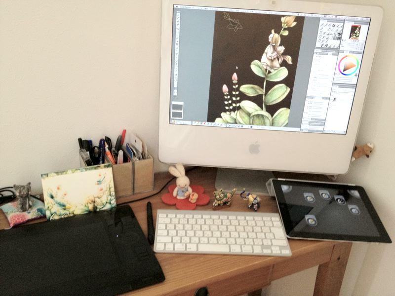 http://nekobooks.com/main/painter/2012/07/29/desk.JPG